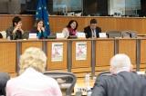 De gauche à droite : Hélène BOURGADE (Chef d'Unité -Inclusion sociale et Migration DG DEVCO (coopération et développement), Commission européenne), Zoé GENOT (Députée belge ECOLO), Malika BENARAB-ATTOU (eurodéputée Les Verts/ALE), Jörg TAGGER, (Vice-Chef d'Unité - Libre Circulation des travailleurs et coordination des systèmes de sécurité sociale - DG Emploi, affaires sociales et inclusion, Commission européenne)