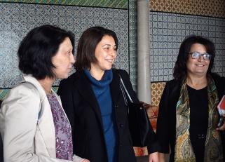 Malika Benarab-Attou en compagnie de Karima SOUID, Députée tunisienne à l'Assemblée Nationale Constituante (ANC) – Parti Al Massar – et de Samira MERAI-FRIAA, Députée à l'ANC – Parti Républicain (Al Jomhouri) – et Présidente de la Commission des Droits de la Femme de l'Assemblée Parlementaire de l'Union pour la Méditerranée (AP-UpM)
