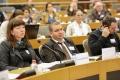 A gauche : Susan Margret GESTSDOTTIR, ancienne Présidente d'EUROCLIO, Enseignante et Chercheur en histoire (Islande)